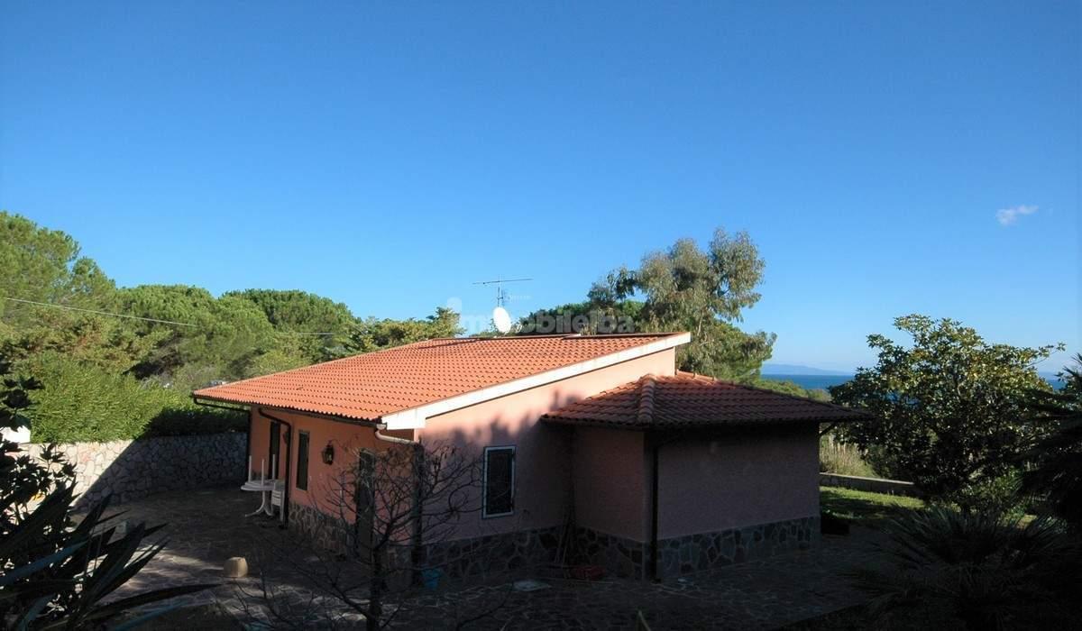 Case in vendita isola d 39 elba vendita immobili for Case in vendita nelle isole greche